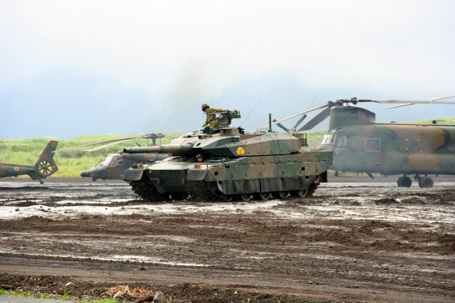 Japanese type 10 main battle tank mbt debuts in military exercise