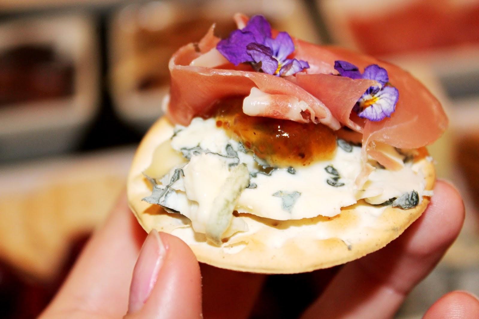 Cracker with cheese and parma | Alinan kotona blog