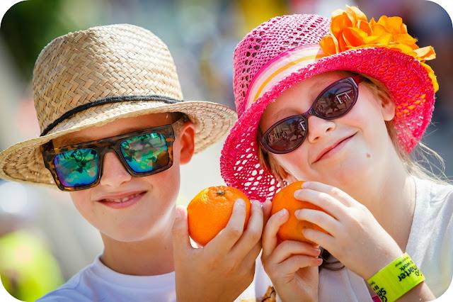 Children enjoying Jaffa Fruit at a Sky Ride event