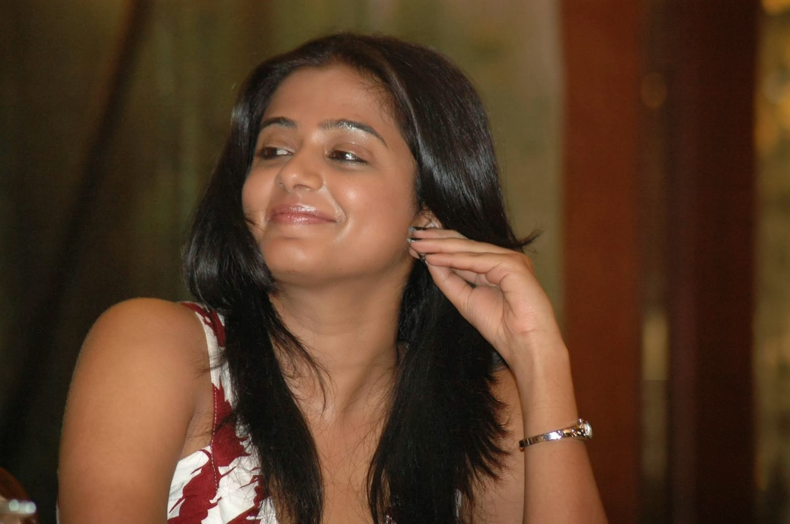 some cool hd pics of priyamani