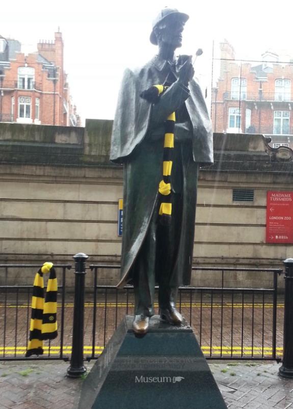 Dortmunud put a scarf on a Sherlock Holmes statue