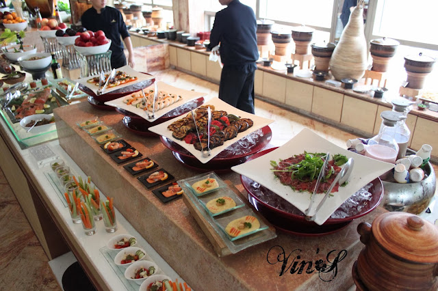 Cold appetizers corner including canapes salad stations for Canape jakarta