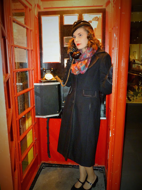vintage 1940s girl phone box via lovebirds vintage