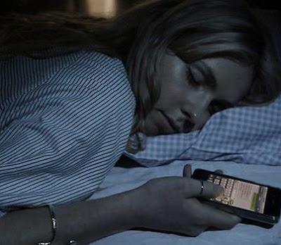 Dá uma raiva quando você manda um sms pra pessoa, dorme, acorda, vai pra aula,  se forma na faculdade, arruma emprego e nada da pessoa responder... né?