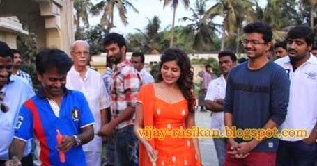 Vijay treat the KATHTHI team with Biriyani and Gift