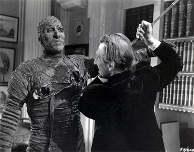 Still - Christopher Lee and Peter Cushing in The Mummy, 1959