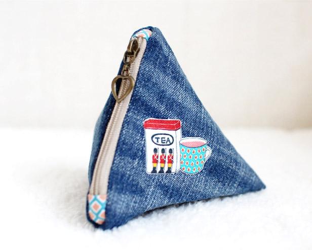 DIY Triangle Zipper Pouch Tutorial ~ DIY Tutorial Ideas!