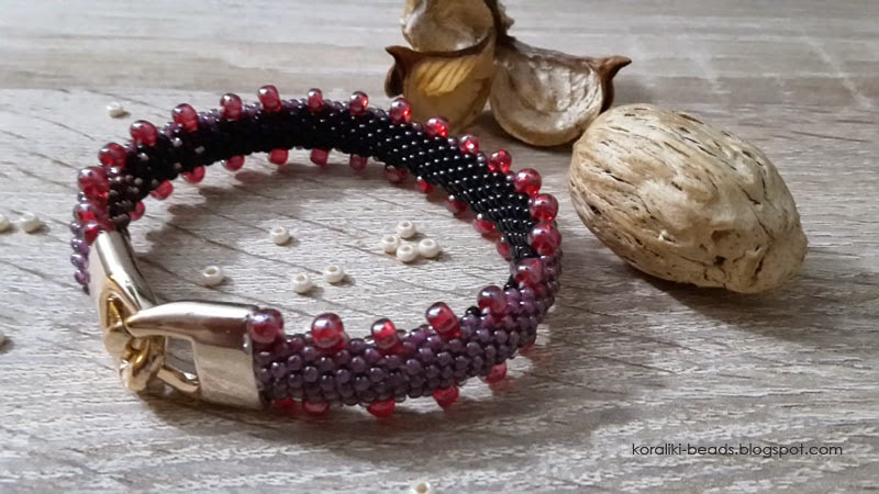Bransoletka gąsieniczka w kolorze fiolet i czarny