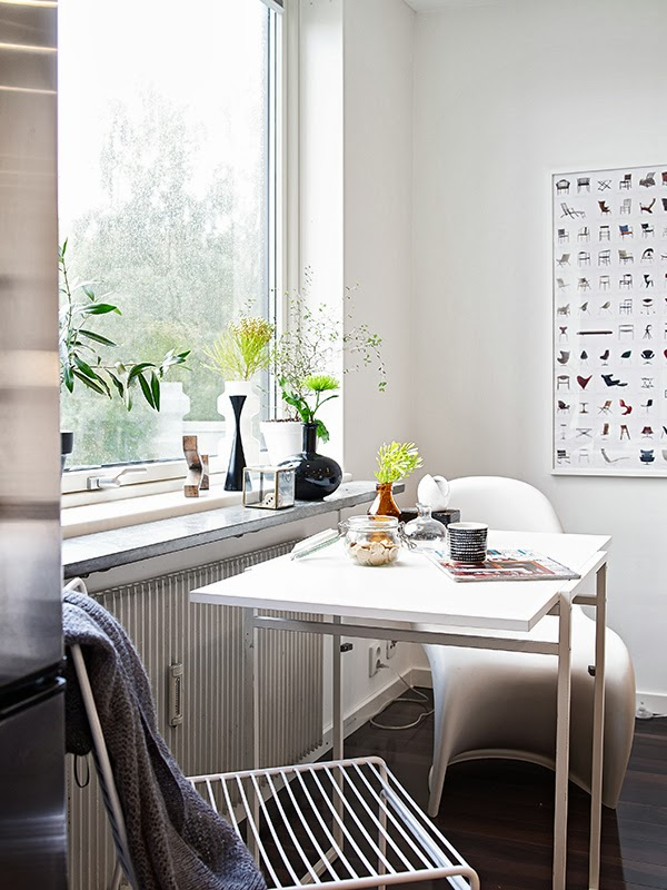 Small space living good examples anna g for Mini table pliante