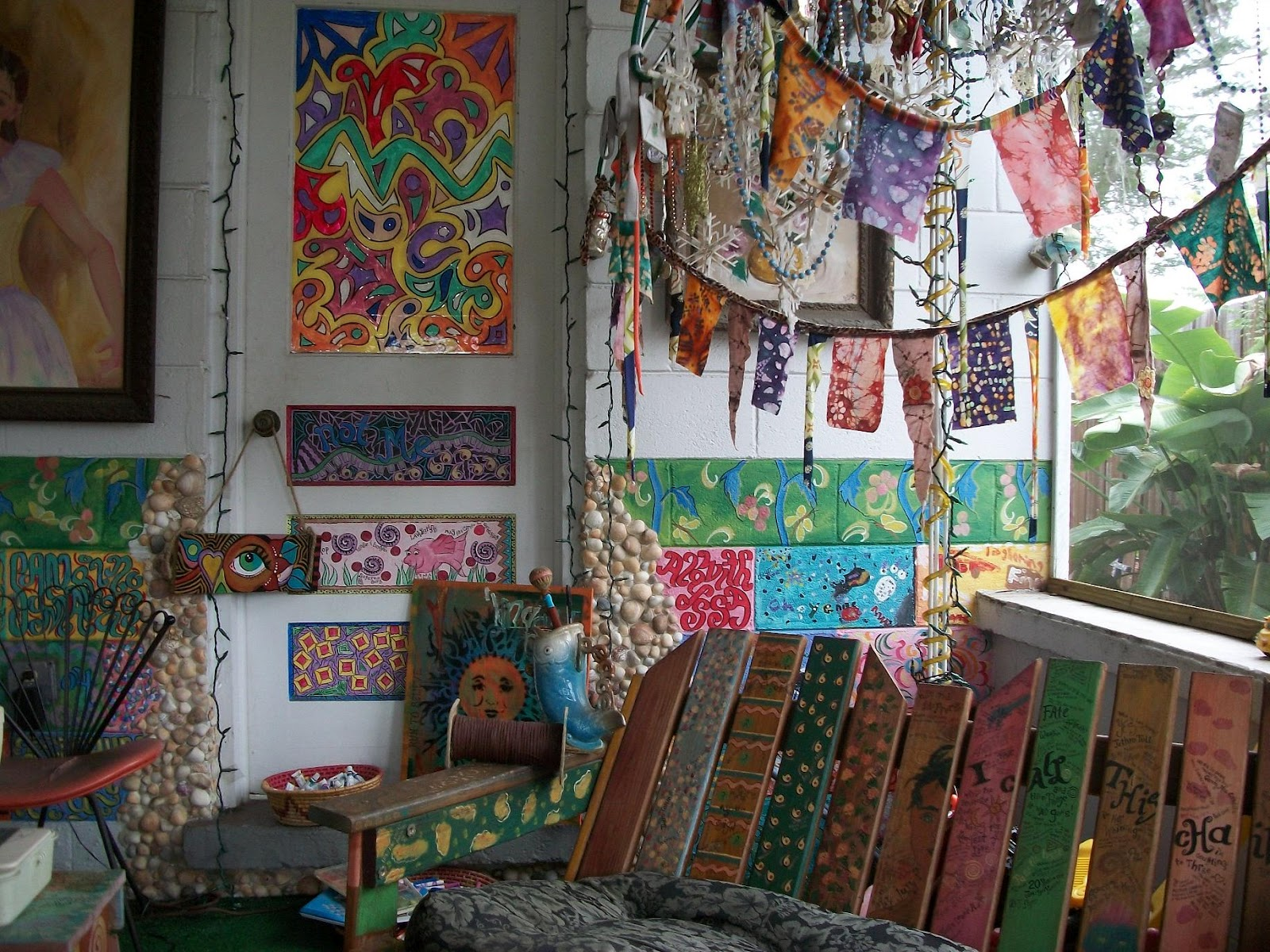 Http://thehippieparade.blogspot.com/ love the wood hippie art ...