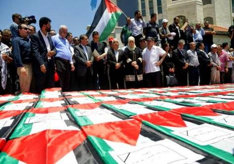 Palestinos fazem funeral simbólico pelas vitimas de Gaza