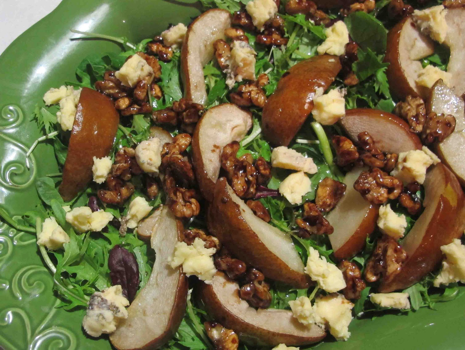 Shoot and Eat: Pear, gorgonzola and sticky walnut salad
