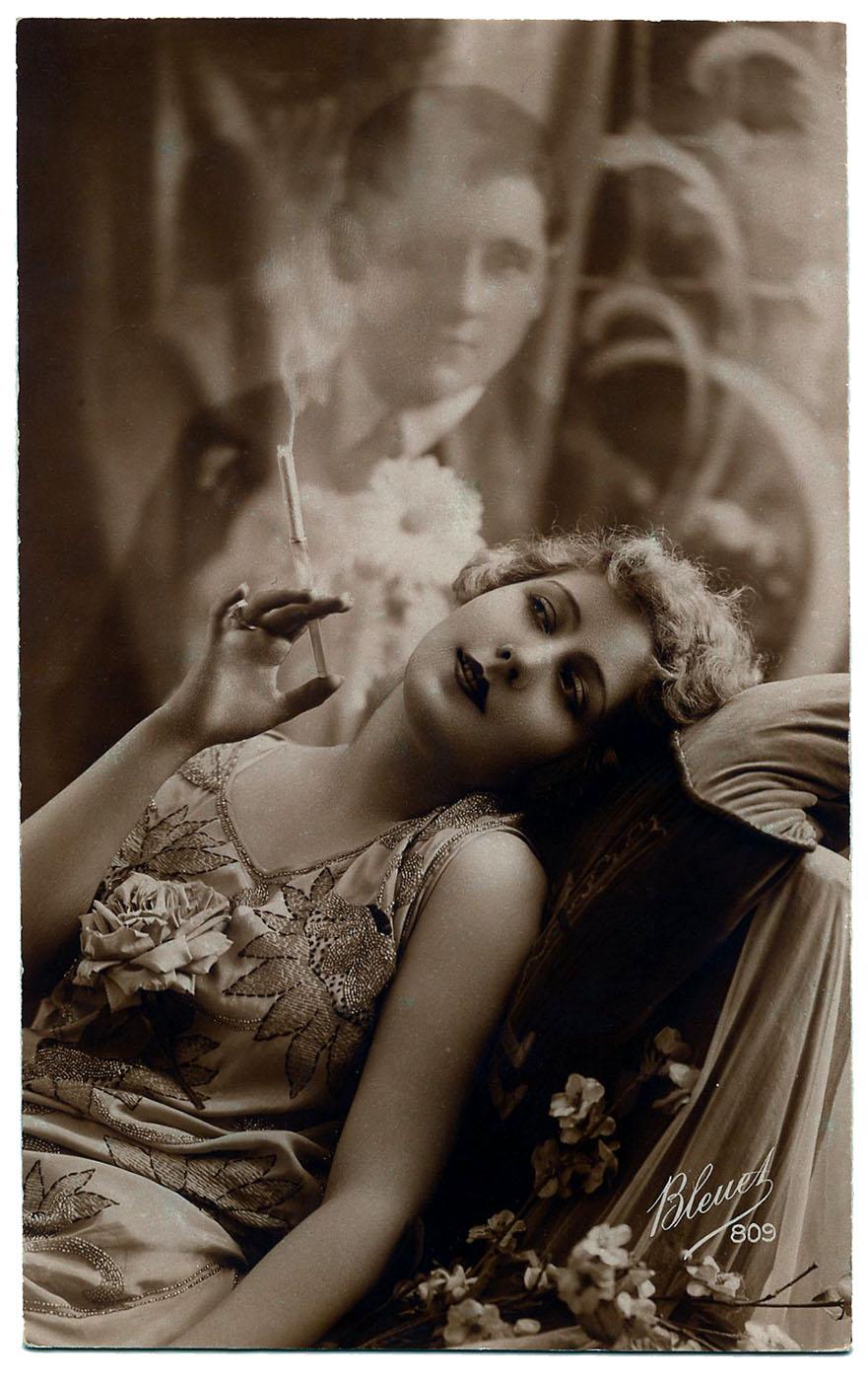 Beautiful italian women smoking and women art cigarettes for Retro italian xxx