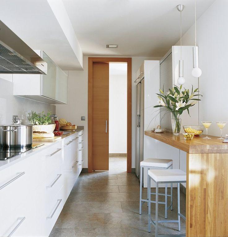 Hogar diez c mo decorar cocinas alargadas for Amueblar cocina alargada