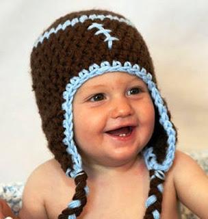 Foto Lucu Bayi Laki-Laki Tersenyum