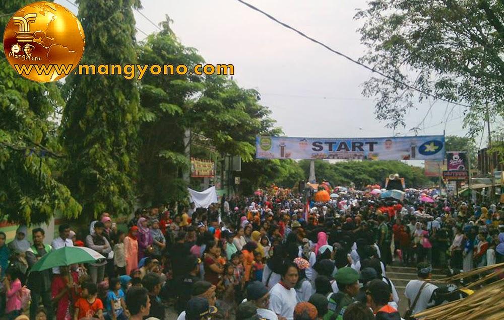FOTO : Start Pawai alegoris dalam rangka hari jadi ke-67 Kabupaten Subang. Foto dari Mang Anwar Rudin, Facebooker Subang
