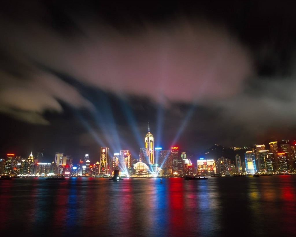 http://2.bp.blogspot.com/-nP4EFXswDiA/TidFxNbYdTI/AAAAAAAAARk/73vO1GZBEi0/s1600/hong-kong-beautiful-sea-lighting-view-wallpaper-1024x819.jpg
