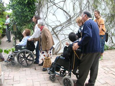 Imagen:Grupo de Personas Mayores  durante una visita