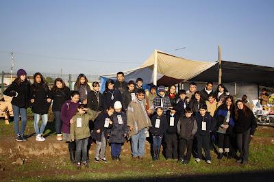 Lonko Rigoberto Calfuqueo y los niños de Mi Club Domingo Savio