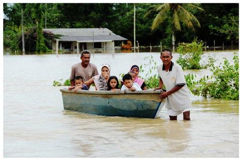 Banjir+di+Setiu+1 GAMBAR BANJIR DI KELANTAN DAN TERENGGANU NOVEMBER 2011
