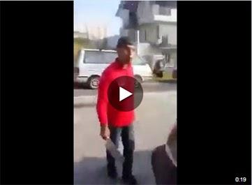 Video Ngeri 2 Lelaki Warga Asing Cuba POTONG Penduduk Tempatan Dengan PISAU PEMOTONG DAGING