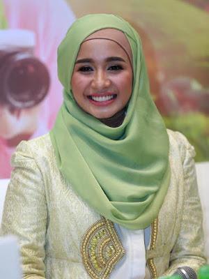 Kreasi Hijab Artis