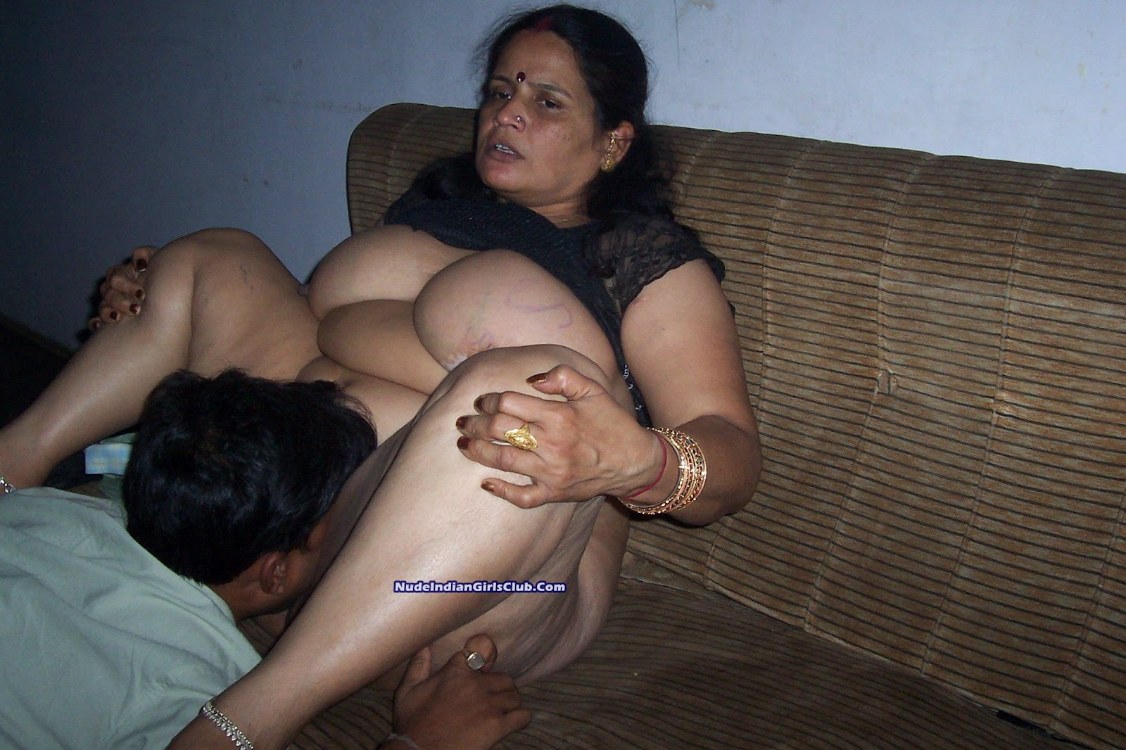 tags nude tamil aunties aunty back side aunty put flower on hair ...