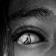 Mírame a los ojos pido auxilio.
