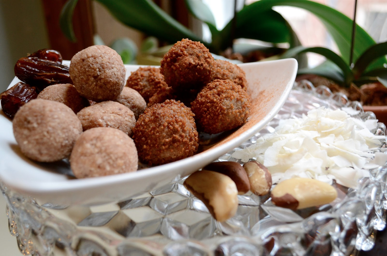 raw vegan doughnut hole dessert balls - healthy sweet treats