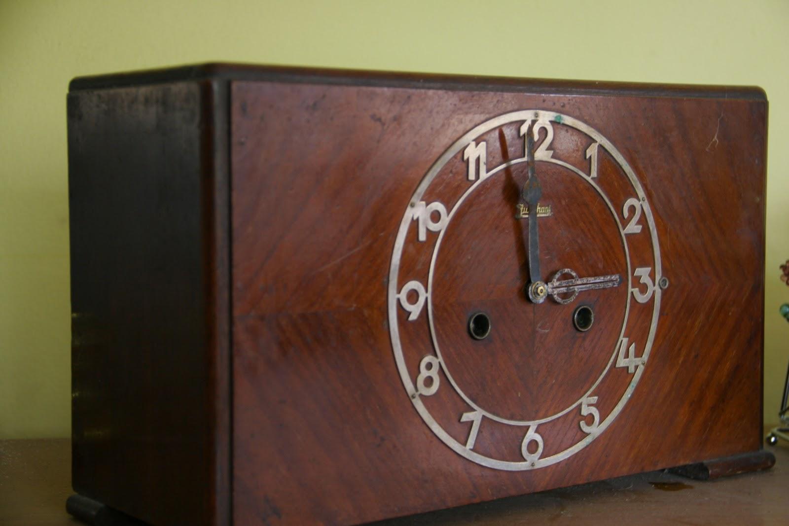 Jam antik Junghansnya yang sekarang ada dirumah beliau sekitar 12 buah  mulai dari 2 kawat sampai 6 kawat 87a4e690b4