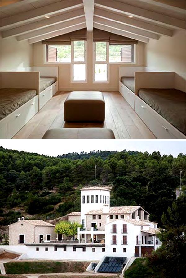 masía de piedra rehabilitada con buen gusto-Dormitorio de niños con cama nido y masía en  entorno natural