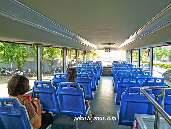 Asientos del bus turístico de Yakarta