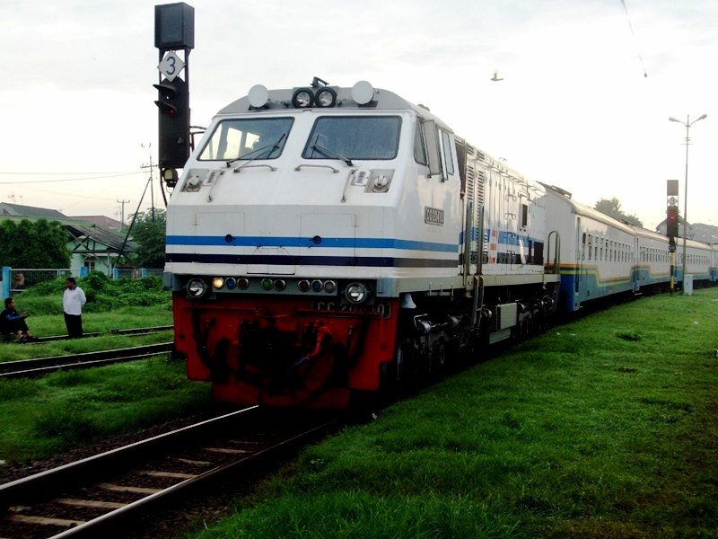 Harga Tiket Kereta Api 2012 dan Jadwal Keberangkatan