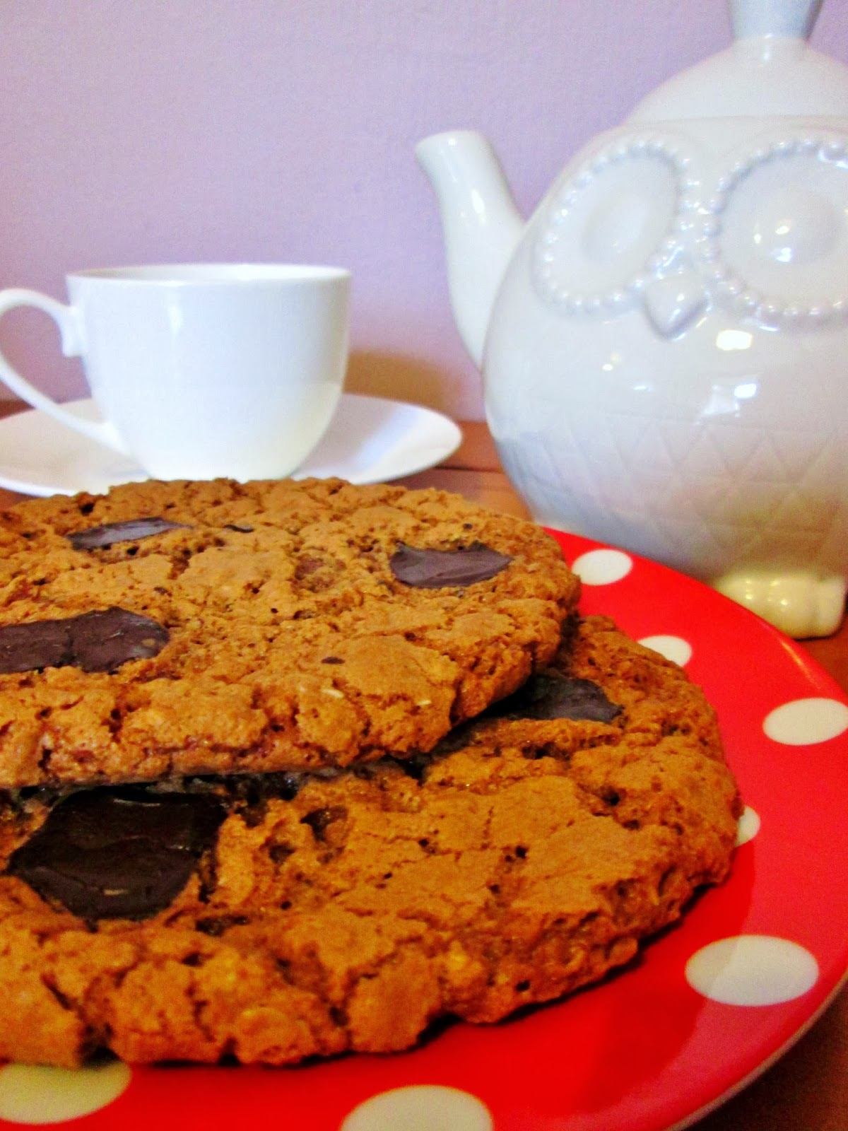http://themessykitchenuk.blogspot.co.uk/2014/01/luxury-giant-chocolate-oat-cookies.html