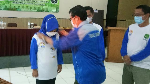 Penyematan tanda peserta workshop