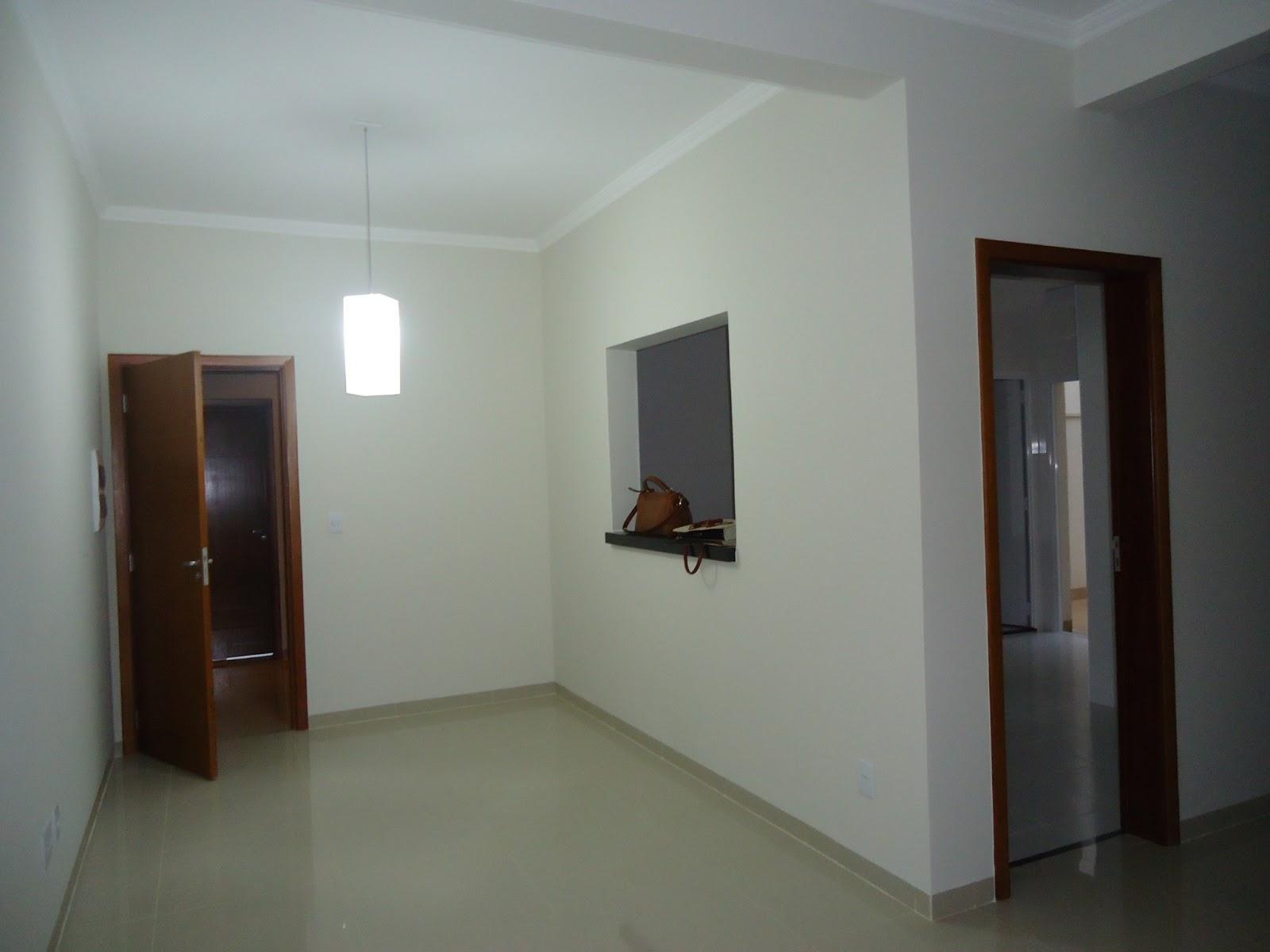 Imagens de #5C4A3F DEPOIS: escolhemos uma mesa em madeira na cor branca com vidro branco  1600x1200 px 3724 Banheiros Planejados Ribeirao Preto