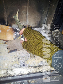 Wykonanie palca w rękawiczkach jest proste, nawet dla chłopaka :)