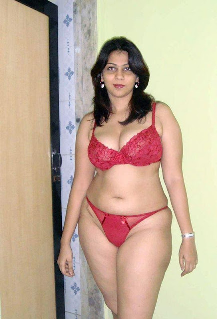 South Indian Aunty With Big Boobs Posing Naked indianudesi.com