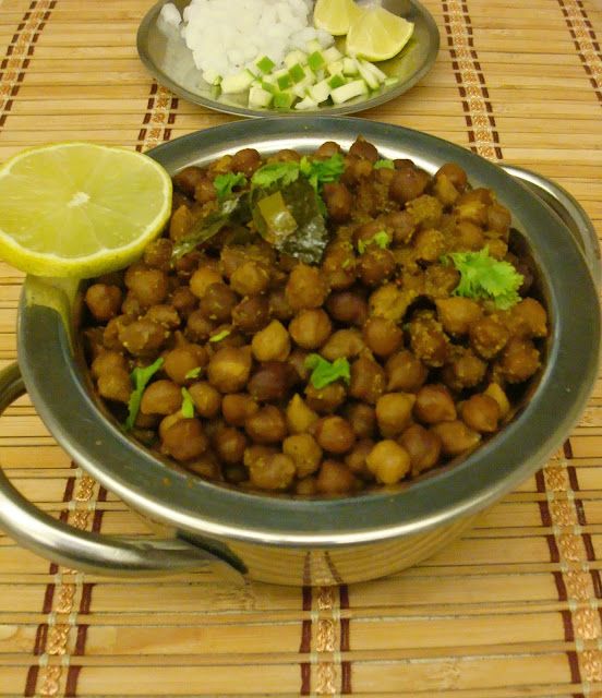Handi Chana / Chickpeas in pot
