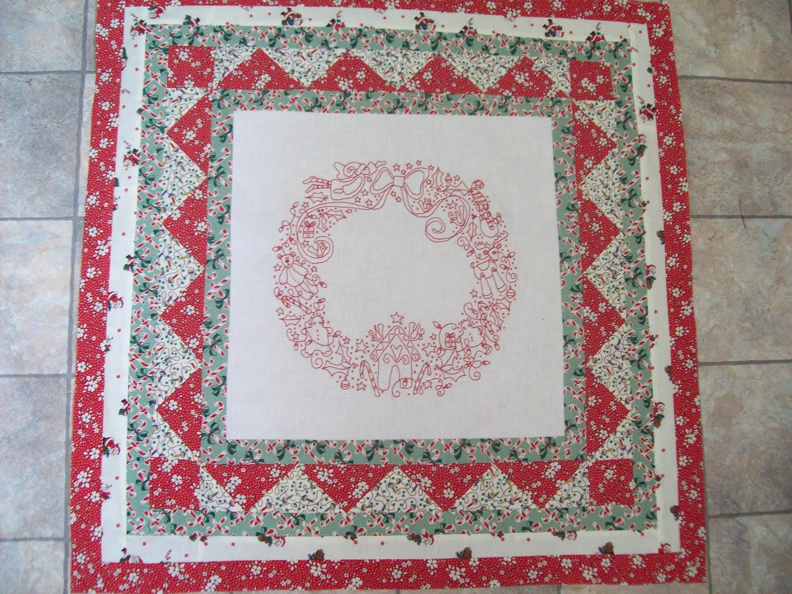 Quilt Pattern For Christmas Wreath : Piecing, Patching: Christmas wreath quilt