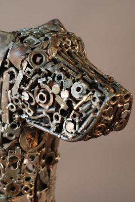 Brian Monk detalle de la escultura Dog