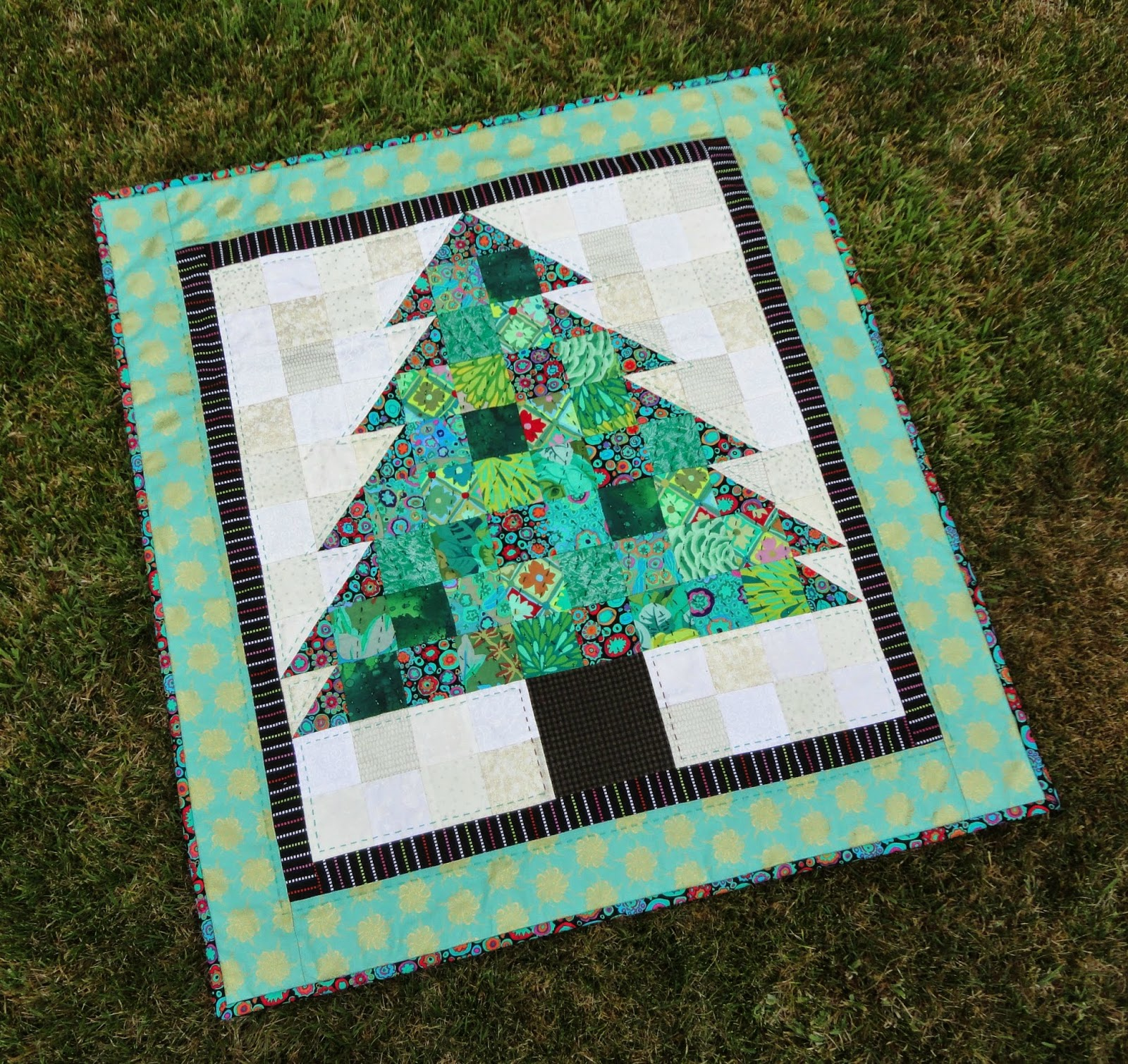 Wendy's quilts and more: Kaffe Christmas Tree