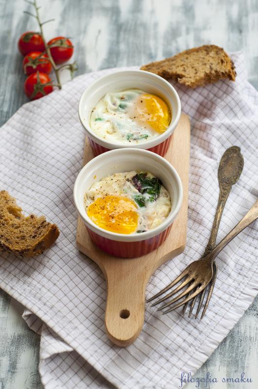 Jajka zapiekane z botwinką