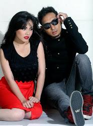 Tizz Zaqyah & Zizan Razak in AY rtw