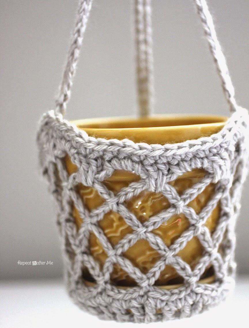 Free Crochet Flower Basket Pattern : Repeat Crafter Me: Crochet Flower Pot Hanging Basket