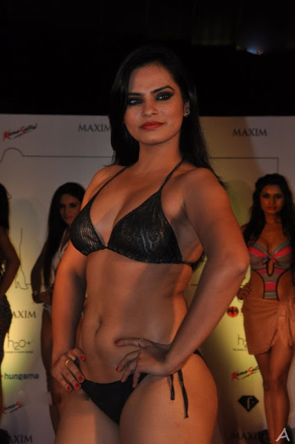 indian actress navel show in bikini