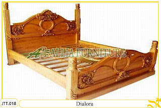 Tempat tidur ukiran kayu jati Jepara Dialora