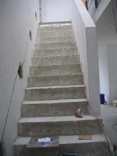 Beton Treppe in unfertigem Schalungszustand