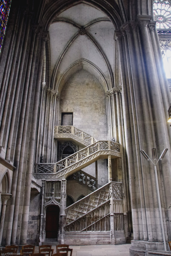 aliciasivert, alicia sivertsson, rouen, france, notre-dame, church, cathedral, staircase, steps, trappa, kyrka, katedral