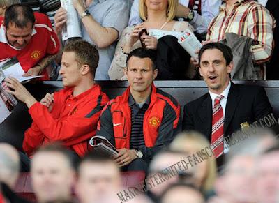 Anders Lindergaard-Ryan Giggs-Gary Neville[Barclays Premier League]